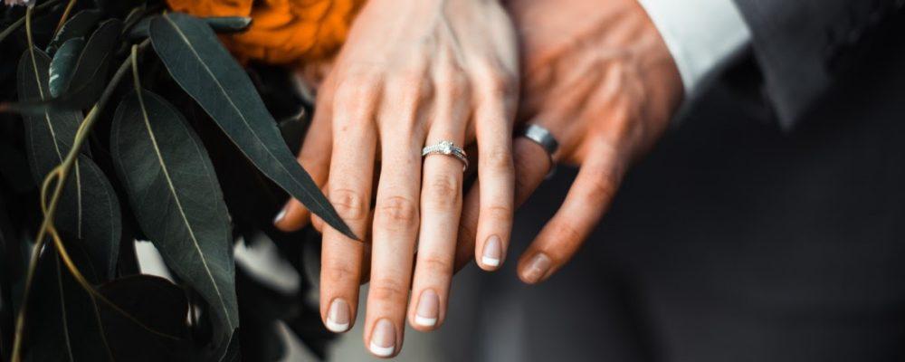 Como mudar o sobrenome após o casamento?