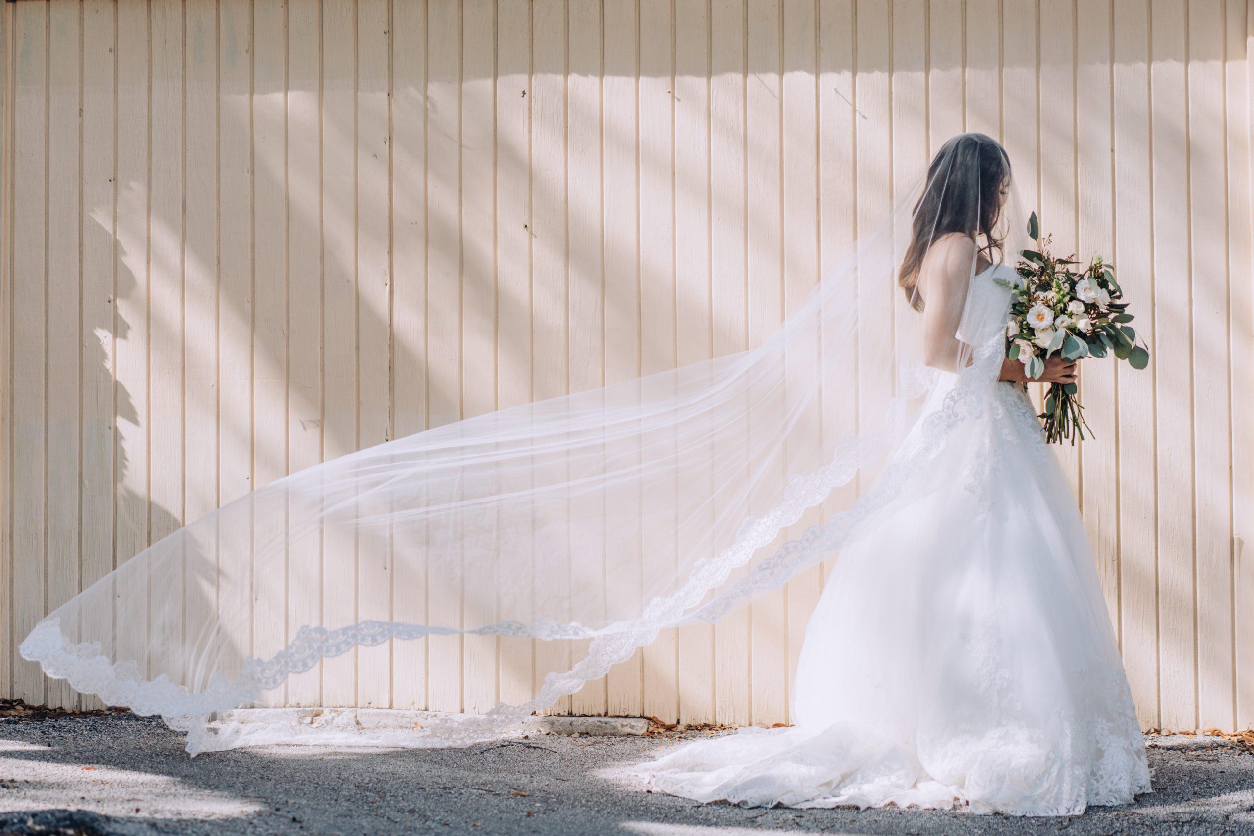Vestido de noiva: alugar, comprar ou sob medida?