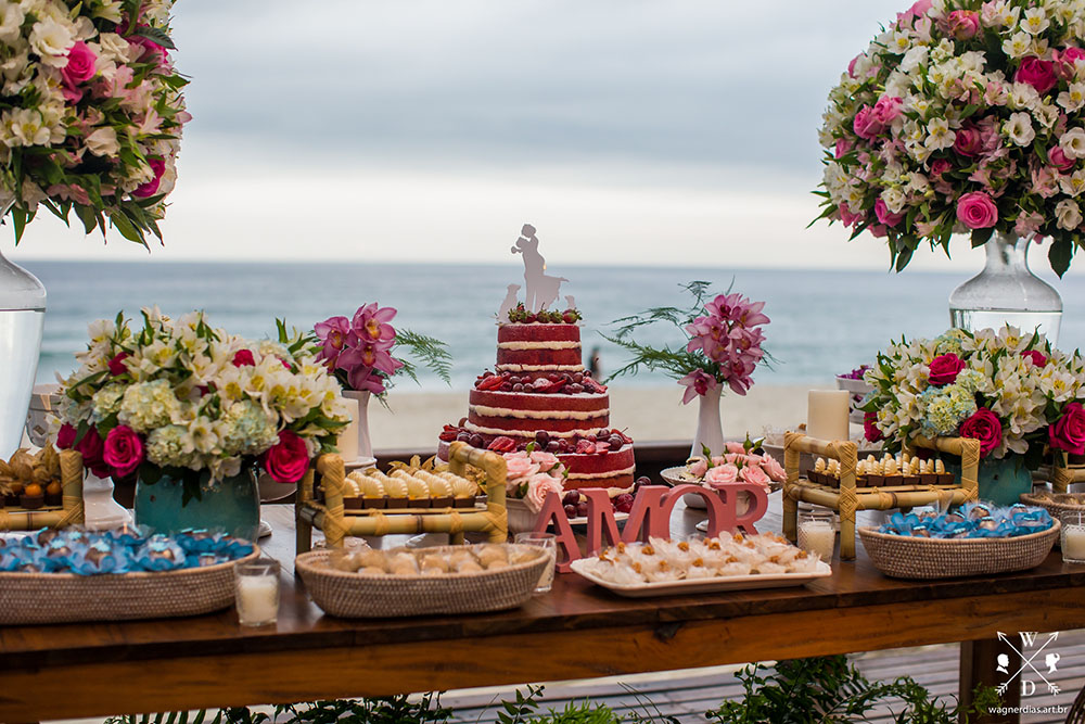 Saiba o que servir em um casamento na praia